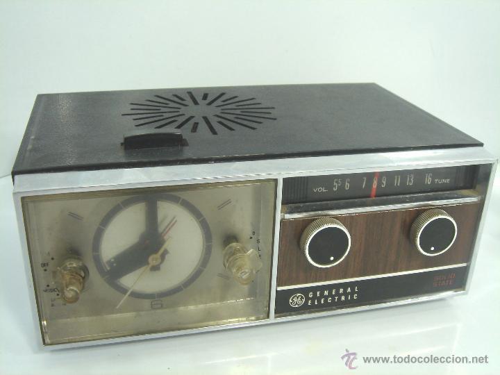ANTIGUO Y RARO RADIO RELOJ DESPERTADOR -GENERAL ELECTRIC PBC 550G -125V- PBC550G ELECTRICA .AÑOS 50 (Relojes - Relojes Despertadores)