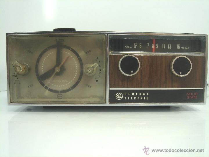 Despertadores antiguos: ANTIGUO Y RARO RADIO RELOJ DESPERTADOR -GENERAL ELECTRIC PBC 550G -125V- PBC550G ELECTRICA .AÑOS 50 - Foto 2 - 51962905