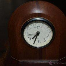 Despertadores antiguos: RELOJ DESPERTADOR. MADERA. NO FUNCIONA. 13 X 13,5 CM. VER FOTOS Y DESCRIPCION.. Lote 53723831