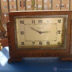 Despertadores antiguos: DESPERTADOR COURVOISIER FRERES, CAJA DE MADERA.. Lote 54860646
