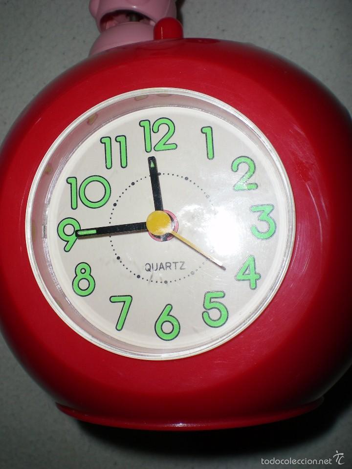 Despertadores antiguos: gracioso reloj despertador con radio manzana y gusano articulado 26 cm funcionando perfecto años 80 - Foto 4 - 55826161