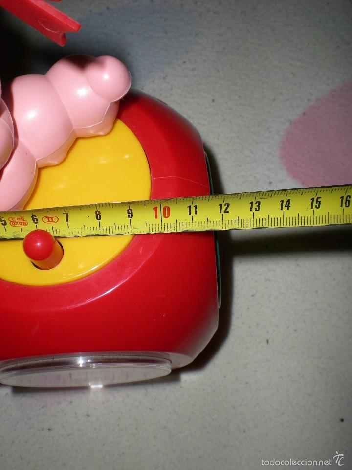 Despertadores antiguos: gracioso reloj despertador con radio manzana y gusano articulado 26 cm funcionando perfecto años 80 - Foto 10 - 55826161