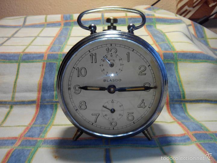 ANTIGUO DESPERTADOR A CUERDA. AÑOS 60. FUNCIONANDO. (((( TRATADO )))). BUENA CONSERVACION. DESCRIP. (Relojes - Relojes Despertadores)