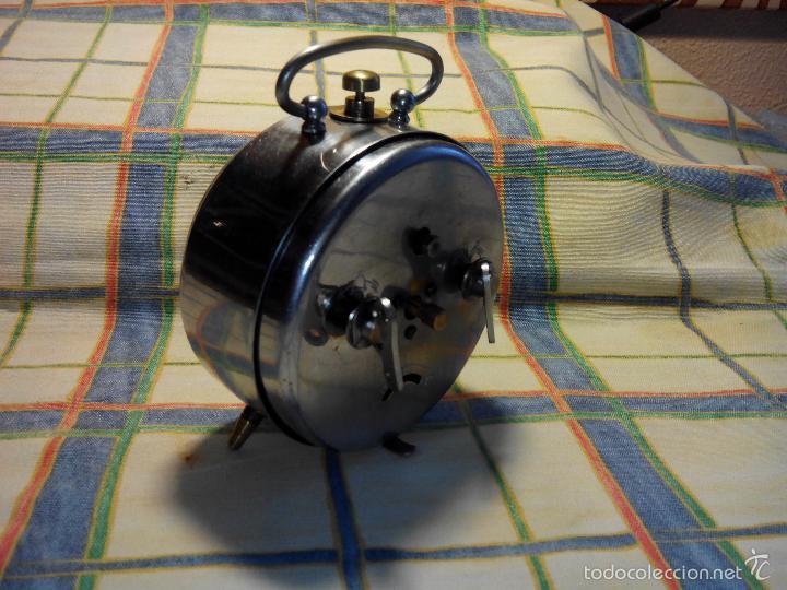 Despertadores antiguos: ANTIGUO DESPERTADOR A CUERDA. AÑOS 60. FUNCIONANDO. (((( TRATADO )))). BUENA CONSERVACION. DESCRIP. - Foto 3 - 56091084