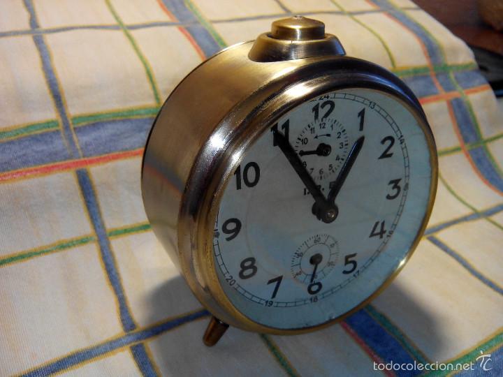 DESPERTADOR ESPAÑOL. AÑOS 60. FUNCIONANDO. TRATADO INTEG. (((IMPECABLE))) DESCRIP. Y FOTOS (Relojes - Relojes Despertadores)