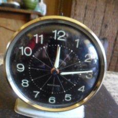 Despertadores antiguos: RELOJ DESPERTADOR DE SOBREMESA CARGA MANUAL AÑOS 60 MADE IN SCOTLAN. Lote 56330659