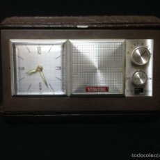 Despertadores antiguos: RELOJ DESPERTADOR CON RADIO AM DE VIAJE MARCA INTERNATIONAL. Lote 119630914