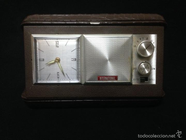Despertadores antiguos: RELOJ DESPERTADOR CON RADIO AM DE VIAJE MARCA INTERNATIONAL - Foto 4 - 119630914