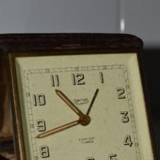 Despertadores antiguos: ANTIGUO Y MAGNÍFICO RELOJ DE VIAJE SMITHS, 8 DÍAS CUERDA, 7 JEWELS, PIEL, FUNCIONANDO PERFECTO.. Lote 56889376