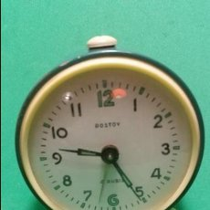 Despertadores antiguos: ANTIGUO Y CONSERVADO RELOJ DESPERTADOR A CUERDA ROSTOV 4 RUBIS MADE IN USSR . Lote 58430958