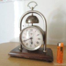 Despertadores antiguos: RELOJ DESPERTADOR CON PEANA DE MADERA. Lote 123648868
