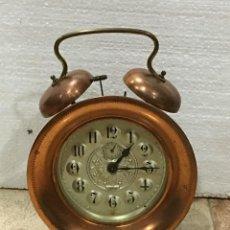 Despertadores antiguos: RELOJ DESPERTADOR DE COBRE CON CUERDA. Lote 131140537