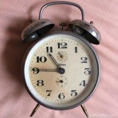 Despertadores antiguos: RELOJ ANTIGUO ALEMÁN DE LA CASA KAISER - WESTERN GERMANY - CON ESFERA DE SEGUNDERO - DESPERTADOR. Lote 137953170