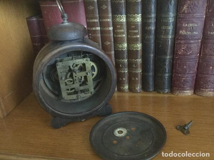 Despertadores antiguos: Precioso y antiguo reloj alarma. - Foto 3 - 68117705