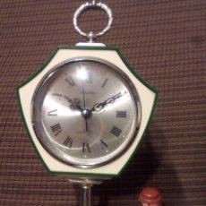 Despertadores antiguos: RELOJ PEDESTAL RHYTHM VERDE, DISEÑO TULIP, MADE IN JAPAN.FUNCIONA. Lote 68428729