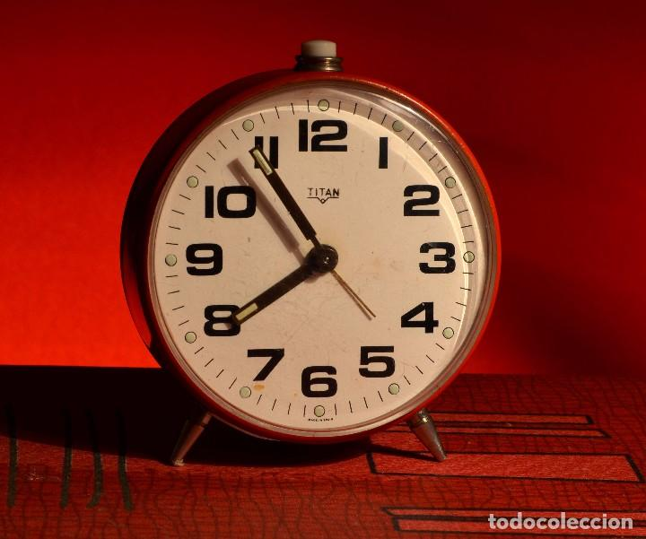 MAGNÍFICO DESPERTADOR TITÁN, EXCELENTE ESTADO (Relojes - Relojes Despertadores)