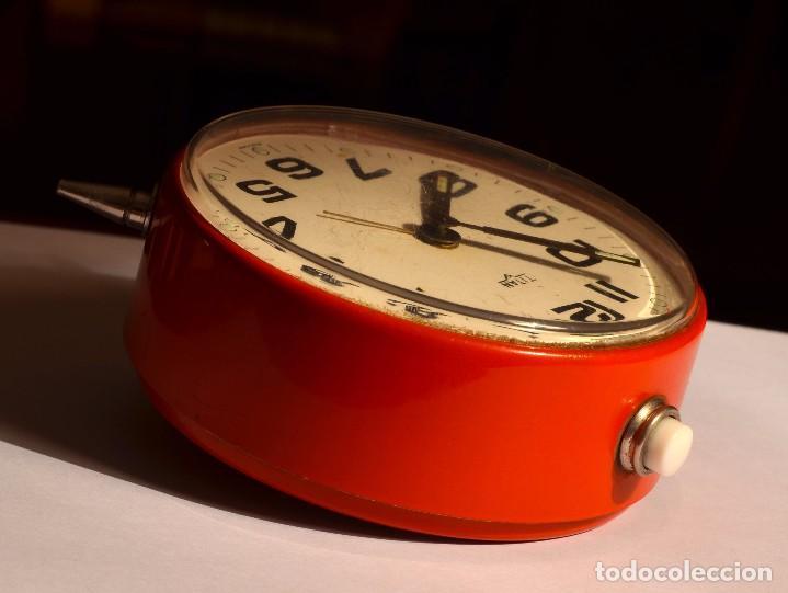 Despertadores antiguos: MAGNÍFICO DESPERTADOR TITÁN, EXCELENTE ESTADO - Foto 2 - 72032543
