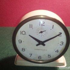 Despertadores antiguos: RELOJ DESPERTADOR WESCLOCK FUNCIONANDO. Lote 79606501
