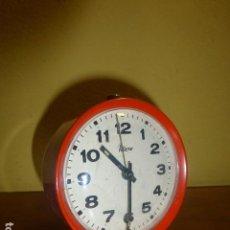 Despertadores antiguos: RELOJ DESPERTADOR MICRO. AÑOS 70. CARGA MANUAL. METÁLICO Y FUNCIONANDO. DE STOCK DE TIENDA. Lote 80867007