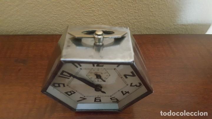 Despertadores antiguos: Reloj despertador modernista cromado. En funcionamiento. - Foto 4 - 80960320