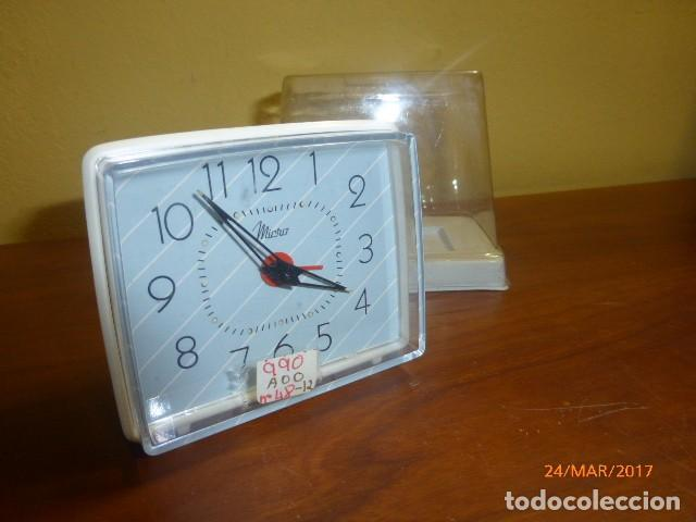 RELOJ DESPERTADOR MICRO. AÑOS 70. CARGA MANUAL. DE STOCK DE RELOJERÍA. FUNCIONA PERFECTAMENTE. (Relojes - Relojes Despertadores)