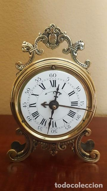 RELOJ DESPERTADOR FRANCÉS DE SONERÍA CON ADORNOS EN BRONCE. (Relojes - Relojes Despertadores)