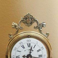 Despertadores antiguos: RELOJ DESPERTADOR FRANCÉS DE SONERÍA CON ADORNOS EN BRONCE.. Lote 81628080