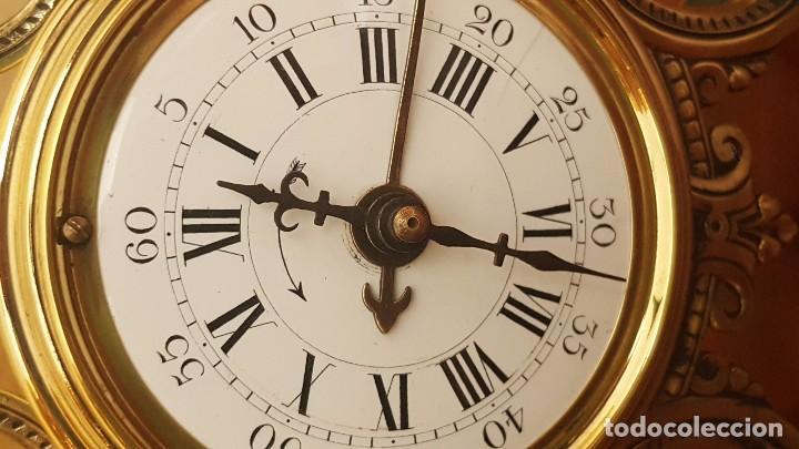 Despertadores antiguos: Reloj despertador francés de sonería con adornos en bronce. - Foto 2 - 81628080