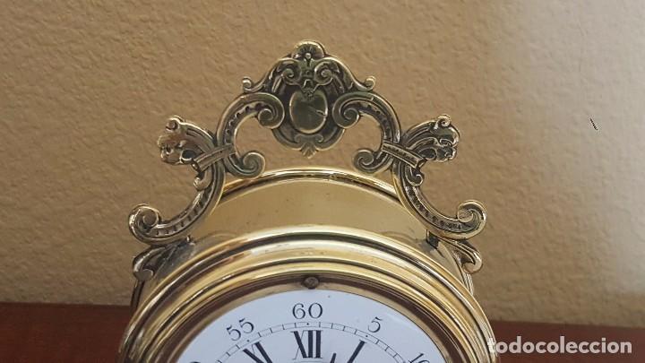 Despertadores antiguos: Reloj despertador francés de sonería con adornos en bronce. - Foto 3 - 81628080