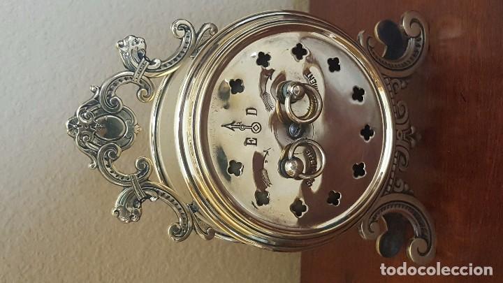 Despertadores antiguos: Reloj despertador francés de sonería con adornos en bronce. - Foto 6 - 81628080