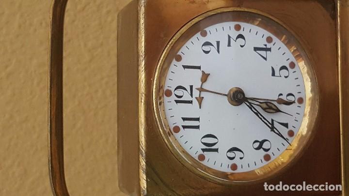 Despertadores antiguos: Reloj despertador modernista inglés en latón dorado. - Foto 2 - 81629668