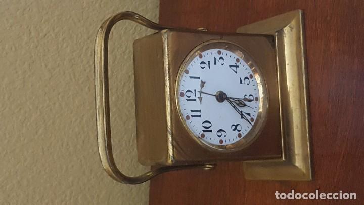 Despertadores antiguos: Reloj despertador modernista inglés en latón dorado. - Foto 3 - 81629668