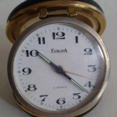 Despertadores antiguos: BONITO RELOJ DESPERTADOR DE VIAJE DE CUERDA MARCA EUROPA ALEMANIA AÑOS 50/60 2JEWELS. Lote 48607400