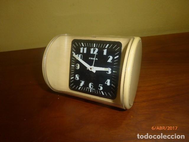 RELOJ DESPERTADOR IRSA. AÑOS 70 VINTAGE, CARGA MANUAL. A ESTRENAR, DE STOCK DE TIENDA. (Relojes - Relojes Despertadores)