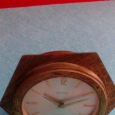 Despertadores antiguos: RELOJ DESPERTADOR EUROPA FUNCIONANDO METAL MACIZO 11X11X4 CM. Lote 84912072