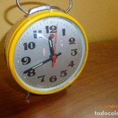 Despertadores antiguos: RELOJ DESPERTADOR CARGA MANUAL SHANGAI. AÑOS 70. VINTAGE. DE STOCK DE RELOJERÍA. Lote 86726684