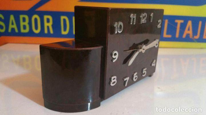 Despertadores antiguos: RELOJ DESPERTADOR DE MADERA ART DECO - Foto 2 - 88355104