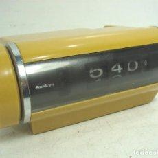 Despertadores antiguos: BONITO RELOJ VINTAGE -SANKYO 401C ALARMA-70S JAPAN-NUMEROS VOLCANTES CON SEGUNDERO- 401 C. Lote 92093275