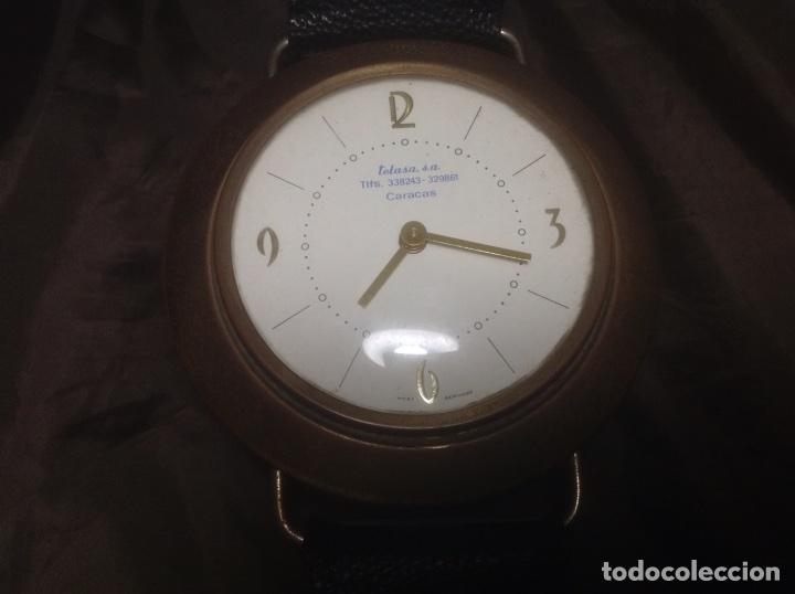 Despertadores antiguos: Reloj de pulsera gigante en latón y plástico publicidad Telasa S.A. Caracas - Foto 2 - 103286759