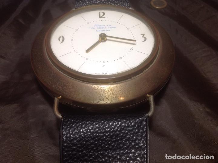 Despertadores antiguos: Reloj de pulsera gigante en latón y plástico publicidad Telasa S.A. Caracas - Foto 3 - 103286759