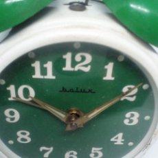 Despertadores antiguos: RELOJ DESPERTADOR FUNCIONNADO MARCA BC LUX REDONDO CON CAMPANAS MEDIDAS 7X8X3.5 CM. Lote 103579075