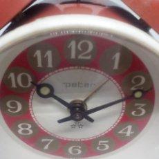 Despertadores antiguos: RELOJ DESPERTADOR MARCA PETER GERMANY REDONDO FUNCIONANDO CON CAMPANAS MEDIDAS 7X10X3.5 CM. Lote 103584567