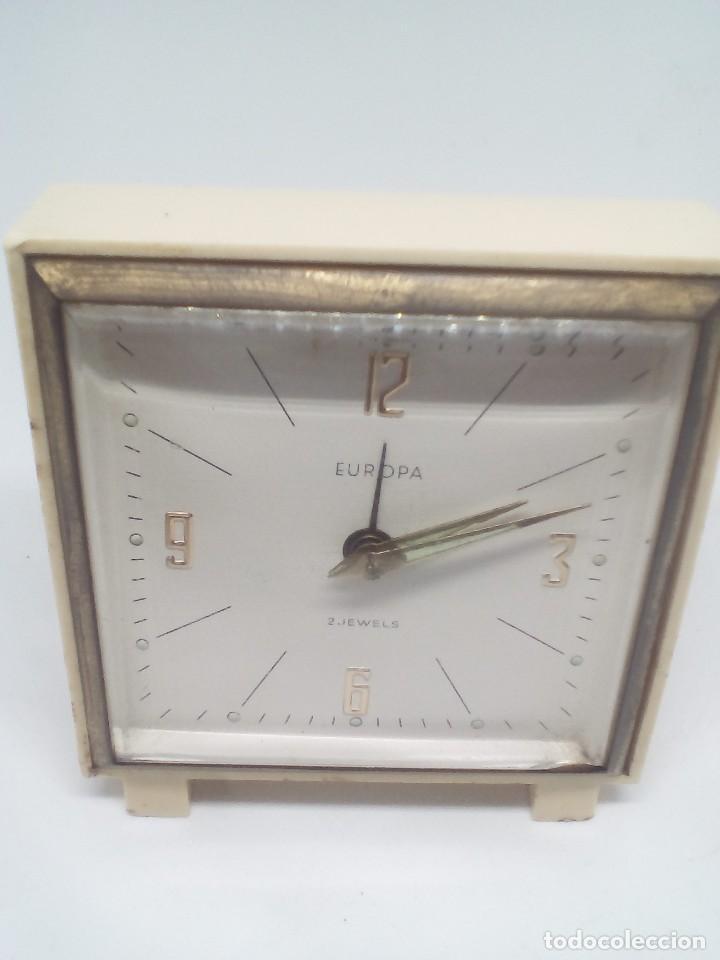 RELOJ DESPERTADOR MARCA EUROPA 2 RUBIS CUADRADO MEDIDAS 7X8X2 CM FUNCIONANDO (Relojes - Relojes Despertadores)