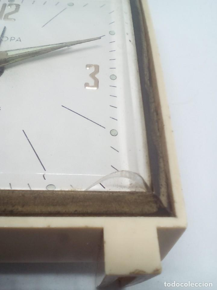 Despertadores antiguos: RELOJ DESPERTADOR MARCA EUROPA 2 RUBIS CUADRADO MEDIDAS 7X8X2 CM FUNCIONANDO - Foto 2 - 103665035