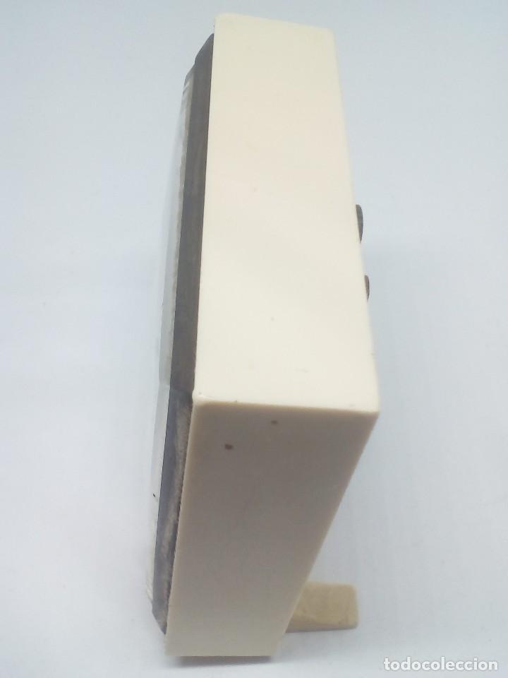 Despertadores antiguos: RELOJ DESPERTADOR MARCA EUROPA 2 RUBIS CUADRADO MEDIDAS 7X8X2 CM FUNCIONANDO - Foto 3 - 103665035