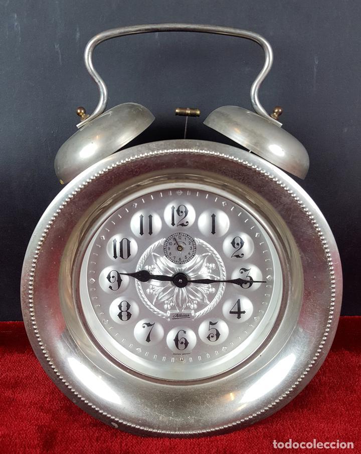 RELOJ DESPERTADOR DE CUERDA. METAL PLATEADO. KAISER . ALEMANIA. CIRCA 1960. (Relojes - Relojes Despertadores)