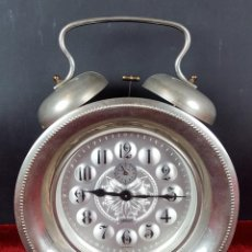 Despertadores antiguos: RELOJ DESPERTADOR DE CUERDA. METAL PLATEADO. KAISER . ALEMANIA. CIRCA 1960.. Lote 105267003