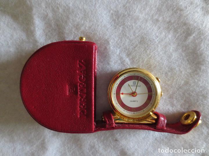 RELOJ DESPERTADOR PERTEGAZ DE BOLSILLO CON FUNDA DE PIEL ROJA (Relojes - Relojes Despertadores)