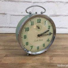 Despertadores antiguos: RELOJ DESPERTADOR SMITH ALARM GRAN BRETAÑA AÑOS 60 Nº DE SERIE 549 12 CM. Lote 106677683