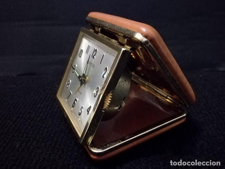 Despertadores antiguos: Antiguo reloj alarma despertador de viaje a cuerda. Ingersoll - Foto 2 - 216643078